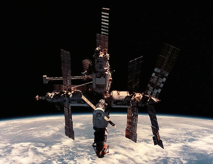 mir space station http://commons.wikimedia.org/wiki/File:Mir_space_station_12_June_1998-cropped.jpg